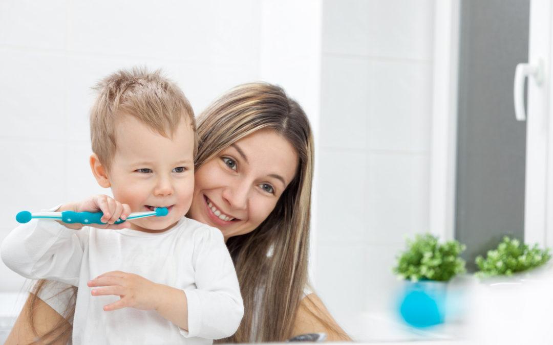 Cum ne spălăm pe dinți